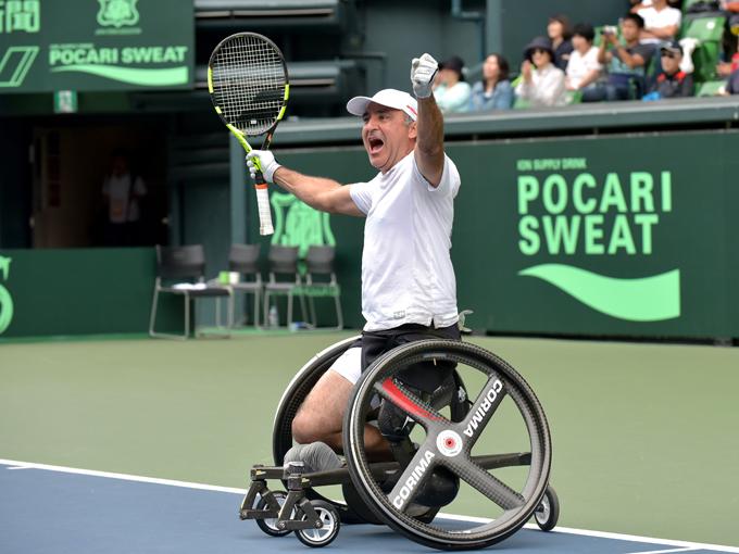優勝を決め、雄叫びを上げたウデ。「大勢の観客が僕ら海外選手にも拍手を送ってくれて感動した」