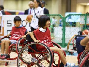 笑顔と歓声で溢れていた車椅子バスケットボール体験コーナー