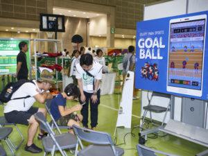 音を頼りにプレーする「ゴールボール」のアプリは、子どもにも大人にも好評だった