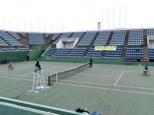 例年、広島広域公園のテニスコートで開催される