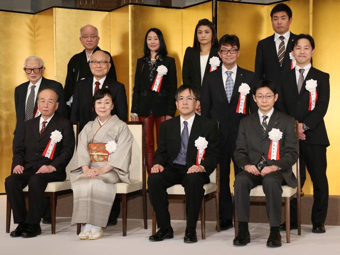 贈呈式は、朝日賞、大佛次郎賞、大佛次郎論壇賞、朝日スポーツ賞の4賞合同で行われた