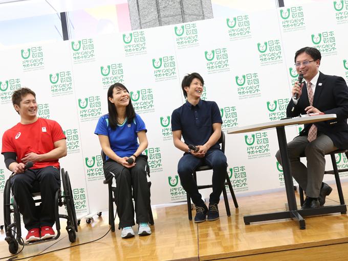水泳の金メダリストでもある河合氏(写真右)による進行で、トークイベントは終始和やかな雰囲気で進んだ