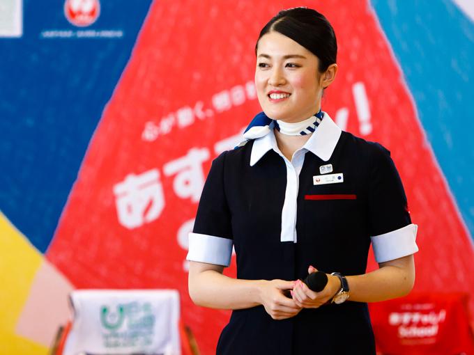 あすチャレ!Schoolのサポーターとして参加したJTAの小泉クルー。JALは競技用具の空輸などを全面的にサポートするほか、JALスポーツアンバサダーや各地のJALスタッフが運営をサポート