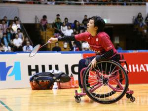 競技歴の短い山崎は、車いす生活になる前に培ったラケットワークが武器に