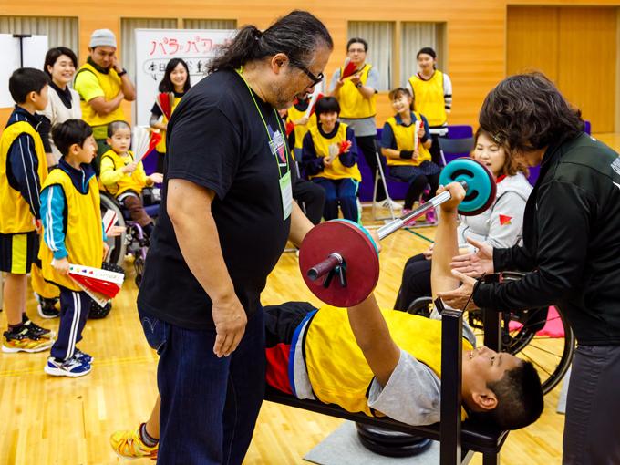 パワーリフティング体験でこの日の参加者が持ち上げた総重量はなんと約5トン!