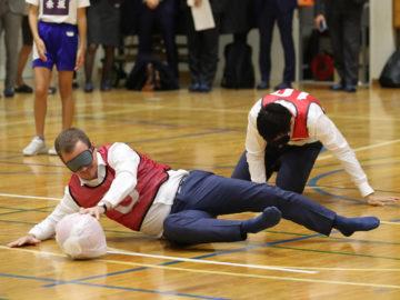 パーソンズIPC新会長らとゴールボール体験も。赤坂の小学校でパラリンピック教材「I'mPOSSIBLE」の授業を実践
