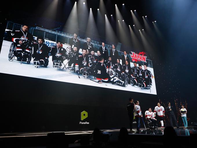 パラアイスホッケーチームを代表して平昌パラリンピックへの応援を呼びかける須藤悟、高橋和廣、安中幹雄