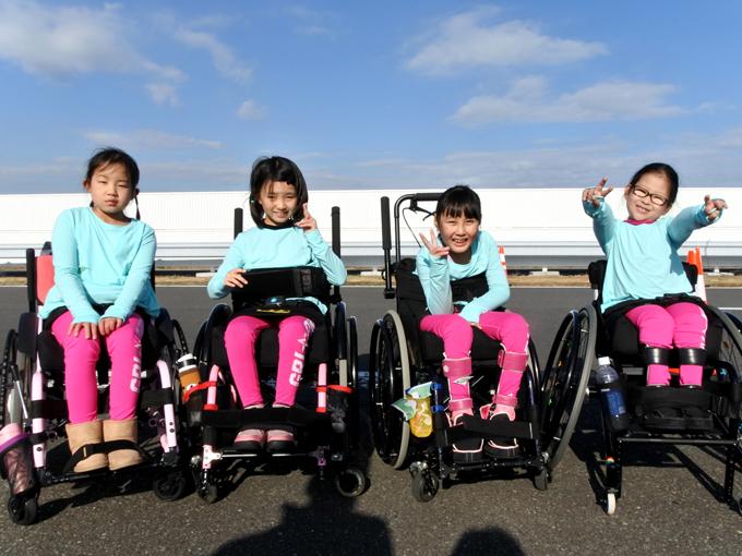 仲良し4人で出場した(左から)坂下さん、福田さん、勝田さん、吉田さん