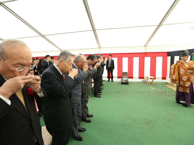 関係者らが集結し、工事の安全を祈った