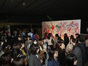 SMAP香取慎吾が描いたパラサポオフィスの巨大壁画の 実物大レプリカも公開された
