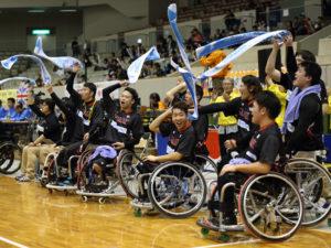優勝を喜ぶ日本代表チーム