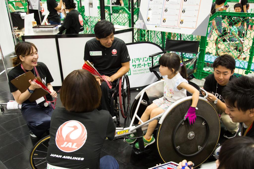 永尾嘉章氏が陸上競技用レーサーを直接指導