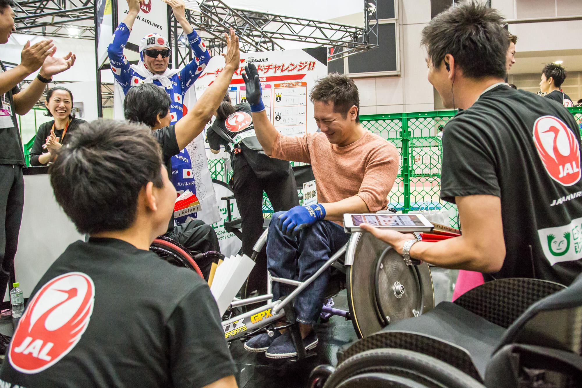 会場には現役パラアスリートも来場。レーサートライアルにチャレンジするウィルチェアーラグビー日本代表・島川慎一選手