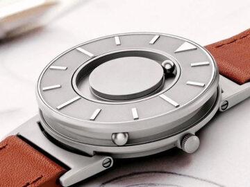 映画鑑賞中、会議中、見ないでも時間がわかる腕時計