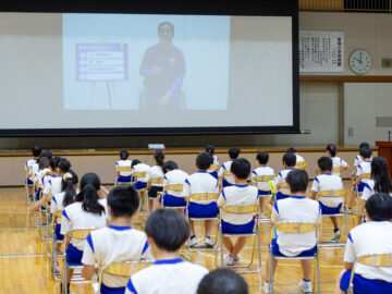 東京パラリンピックの金メダル候補・佐藤友祈が小学校で特別授業