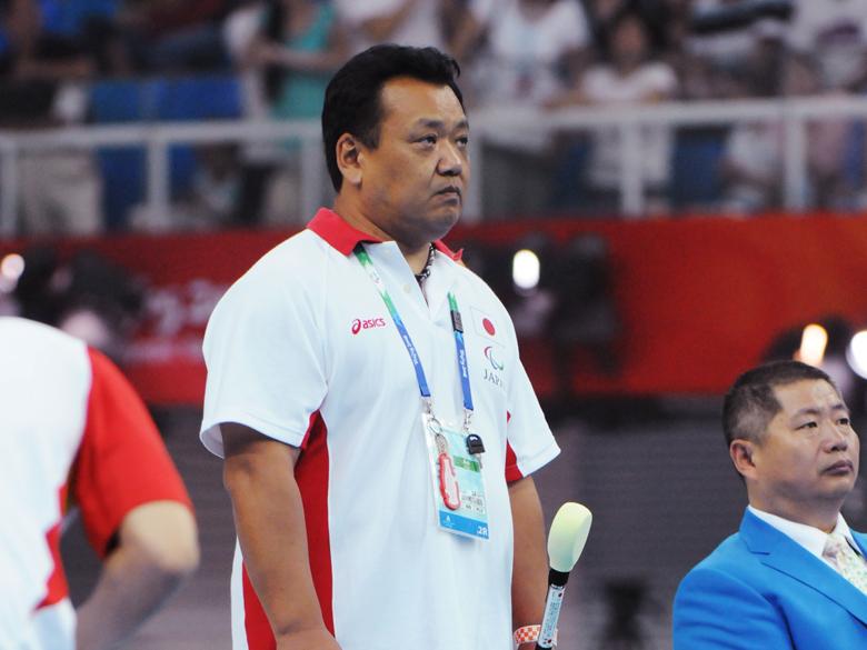 パラスポーツを支える「つくりびと」、視覚障がいスイマーの眼となるタッパーの第一人者・寺西真人