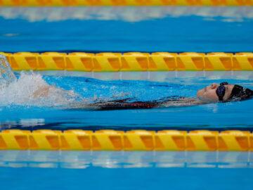 14歳の山田美幸が最年少メダル! ロケットスタートでつかんだ水泳100メートル背泳ぎ銀